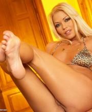 adriana-malkova-stripping-011