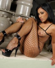 anetta-keys-fishnet-dress-004