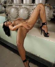 anetta-keys-fishnet-dress-017