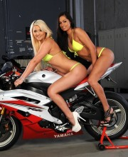 babes-and-bikes_01