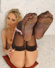 blonde-in-stockings-009
