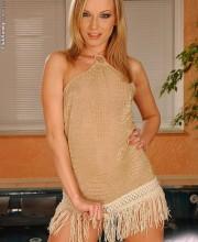 blonde-clubsandy-allison-001
