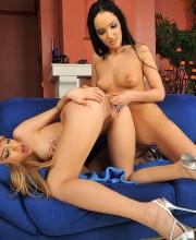 blue-angel-lesbian-scene-010