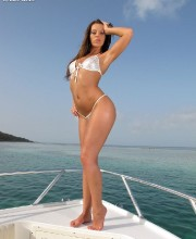 debbiewhite-naked-boattrip-001