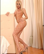 high-heeled-blonde-007