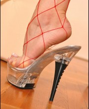 high-heeled-blonde-008