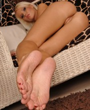 hot-blonde-sexy-feets-021