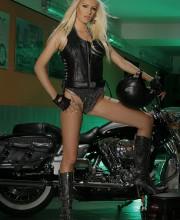 motorbike-babe-pics-003