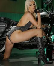 motorbike-babe-pics-009