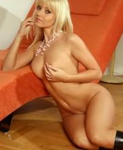 perfect-blonde-yana-cova-013