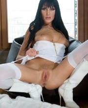 sarah-twain-in-white-stockings-003