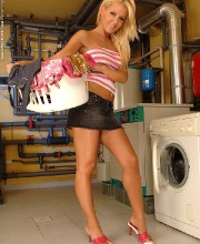 sophie-moone-doing-the-laundry-001