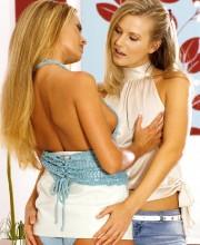 stunning-blonde-lesbians-002