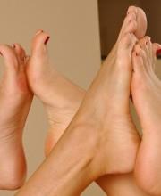 zafira-lesbian-feet-lovers-014
