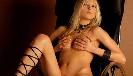 sexy-blonde-michelle2.jpg